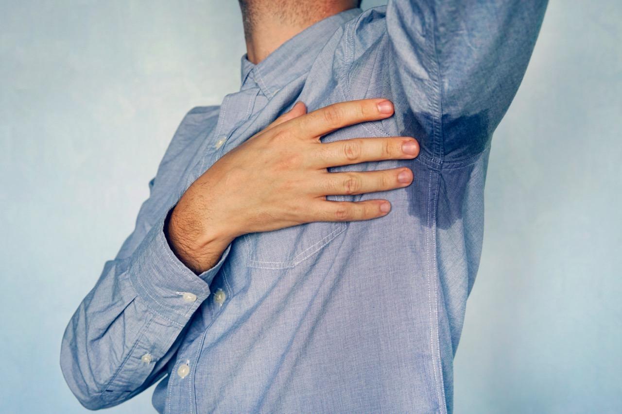 脇脱毛でワキガが治る・多汗症になるはウソ?ワキガの原因や汗が出る仕組みも解説